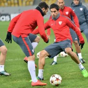 Athletic Bilbao players take part  in a training session in Lviv on November 24, 2014, on the eve of their UEFA Champions League Group H football match FC Shakhtar vs Athletic Bilbao in Lviv. AFP PHOTO/ SERGEI SUPINSKY